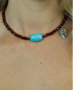 gargantilha marrom e azul turquesa pouvoir