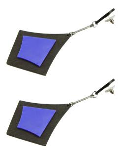 Maxi brinco triangular de acrílico preto e azul Ashilei