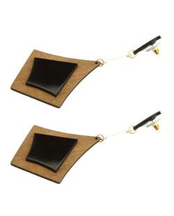 Maxi brinco triangular de acrílico preto e madeira Ashilei