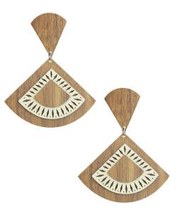 Maxi brinco de madeira com couro bege Estrelícia