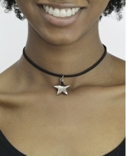Gargantilha choker preta com estrela prateada Perth
