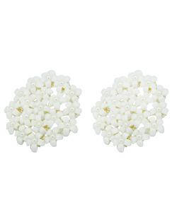 Brinco pequeno dourado com mini flores brancas Garden