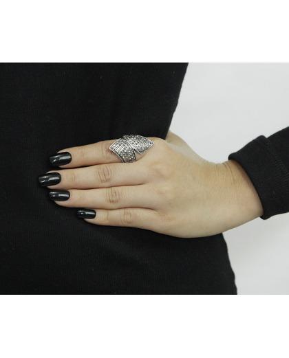 Anel de metal prateado com strass grafite Kisoro