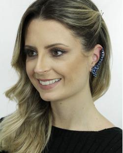 Ear cuff de metal preto com strass azul Luleå