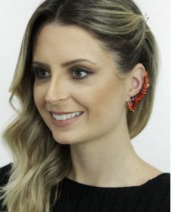 Ear cuff de metal dourado com strass vermelho Solna