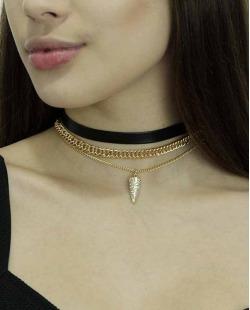 Colar de metal dourado e preto com strass cristal Iga
