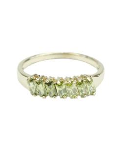 Anel de metal dourado com pedra verde musgo  Lunna