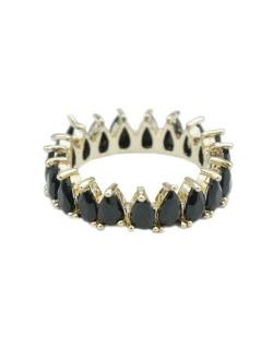 Anel de metal dourado com strass preto Davos