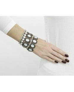 Kit com 5 pulseiras prateadas com pedra branco leitoso Newzer