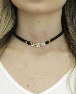 Gargantilha choker preta com dourado e pedra cristal Mafraq