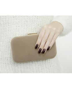 Bolsa de mão clutch de couro sintético marrom claro Kendwa