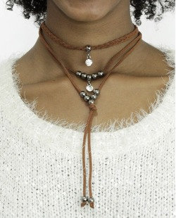 Gargantilha choker marrom com pedra cristal Hanzar