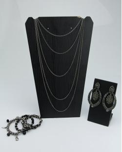 Conjunto Pretinho Básico | 1 maxi brinco + 1 colar + 1 kit de 3 pulseiras