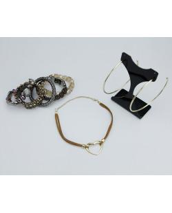 Conjunto Bibi Perigosa | 1 maxi brinco + 1 choker + 1 kit de 5 pulseiras