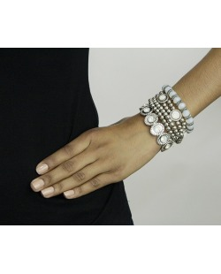 Kit 5 pulseiras de metal e acrílico prateado e branco Jacka