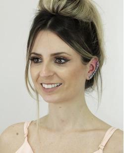 Ear cuff de metal grafite com strass turquesa Coxen