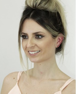 Ear cuff de metal dourado com strass rosa Coxen