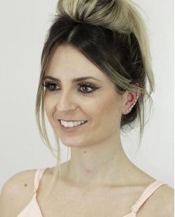 Ear cuff de metal dourado com strass pink Coxen
