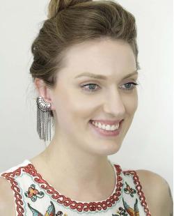 Ear cuff de metal grafite com pedra branca leitosa Paula