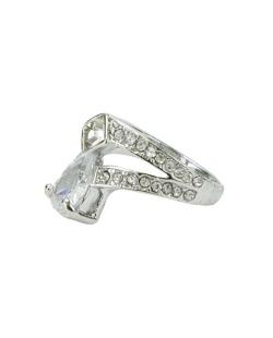Anel de metal prateado com strass e pedra cristal Hugo