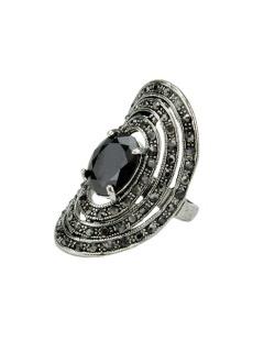 Anel de metal prateado com pedra preta Lawinya