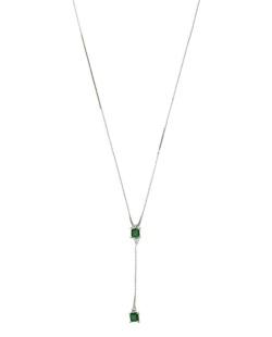 Colar de metal prateado com strass verde Curri