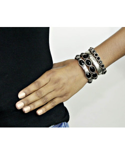 Kit 4 pulseiras de metal prateado com pedra preta Inverne
