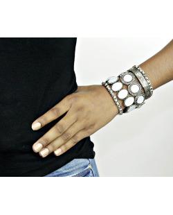 Kit 5 pulseiras de metal prateado com pedra branca Thurso