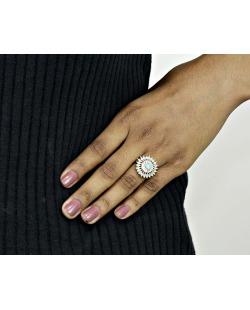 Anel de metal dourado com pedra azul claro e cristal Serule