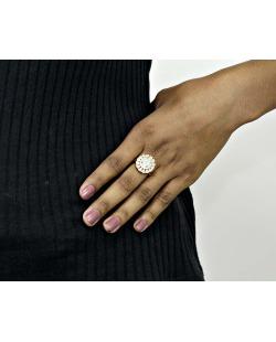 Anel de metal dourado com pedra bege e strass cristal Bethsa
