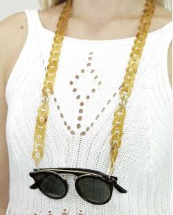 Corrente de óculos de acrílico marrom com detalhe dourado Pinom