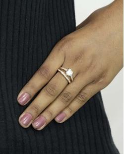 Anel de metal dourado com pedra e strass cristal Páfos
