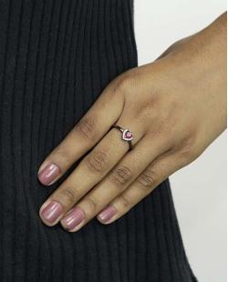Anel de metal grafite com strass cristal e pedra rosa Namper