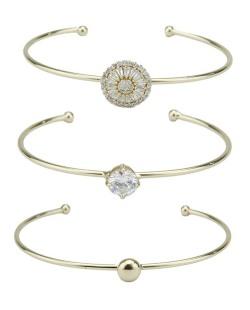 Kit de três braceletes de metal dourado com pedra cristal Herzila