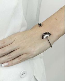 Bracelete de metal grafite com pedra cristal e preta Ramatan