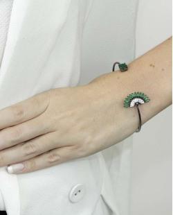 Bracelete de metal grafite com pedra cristal e verde Ramatan