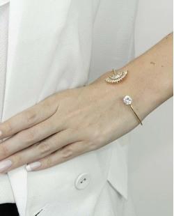 Bracelete de metal dourado com pedra cristal Ramatan