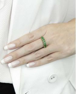 Anel de metal dourado com pedra verde Calamata