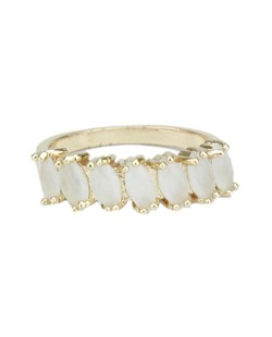 Anel de metal dourado com pedra branca Calamata