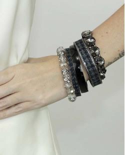 Kit de 5 pulseiras de metal e acrílico azul preto e fumê Obuasi