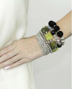 Kit de 7 pulseiras de acrílico prateada e verde Amatila