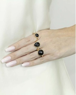 Kit de 3 anéis de metal dourado com pedra preta Quezal