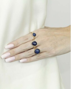 Kit de 3 anéis de metal dourado com pedra azul Quezal