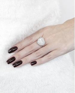 Anel de metal prateado com pedra e strass cristal Coracíon