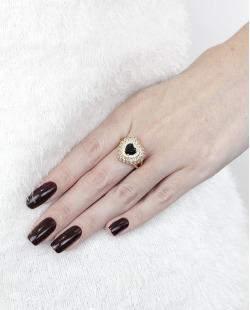 Anel de metal dourado com pedra preta e strass cristal Coracíon