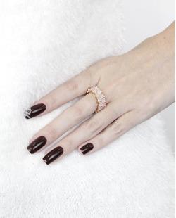Anel de metal dourado com pedra rosa Lekas