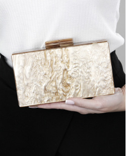 Bolsa de mão clutch de acrílico marrom Susah