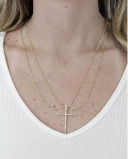 Colar de metal dourado com pingente de cruz e strass cristal Ujahn
