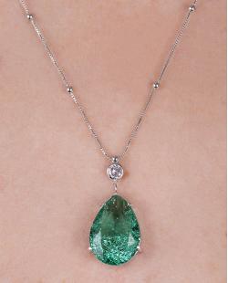 Colar folheado de metal prateado com pedra fusion verde Sarah