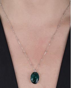 Colar folheado de metal prateado com pedra fusion verde Cora